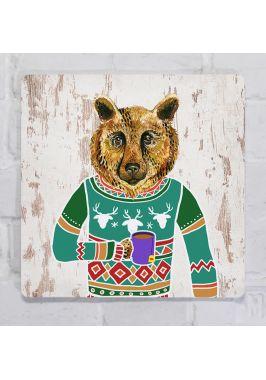Прикольная картина для декора интерьера Медведь в свитере пьет чай, металл, 25х25 см.