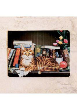 Жестяная табличка Кот на книжной полке