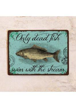 Декоративная табличка Только мертвая рыба плывет по течению