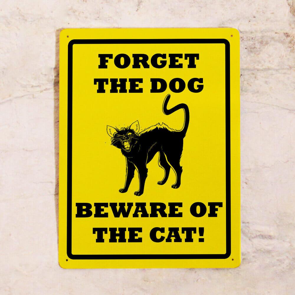 Прикольная табличка про котов